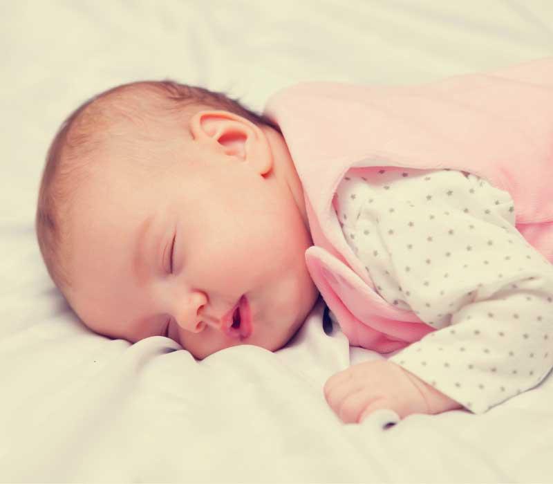 spavanje bebe na stomaku