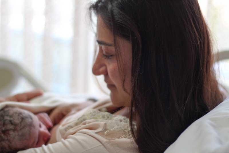 biološki položaj za dojenje bebe