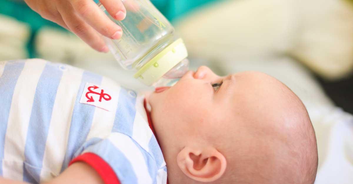 da li bebe trebaju da piju vodu
