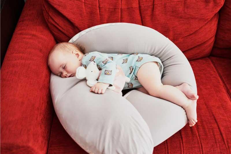 jastuk za dojenje u obliku slova u